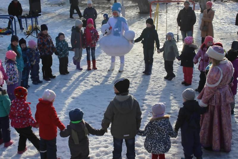 Архангельский Снеговик вышел на прогулку